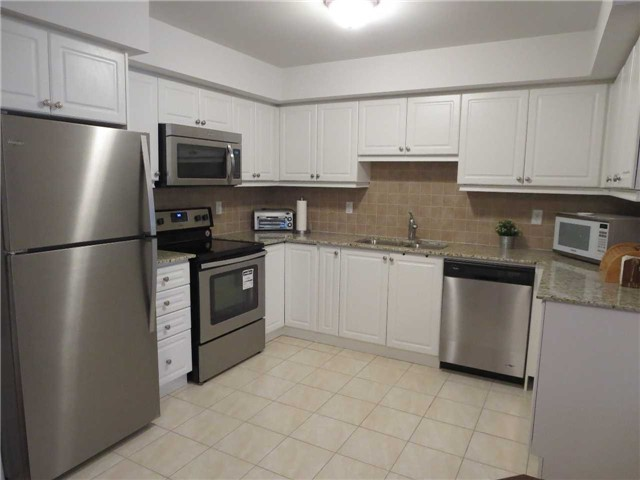 Condo Townhouse at 2488 Post Rd, Unit 20, Oakville, Ontario. Image 12