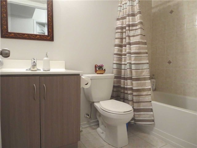Condo Townhouse at 2488 Post Rd, Unit 20, Oakville, Ontario. Image 3