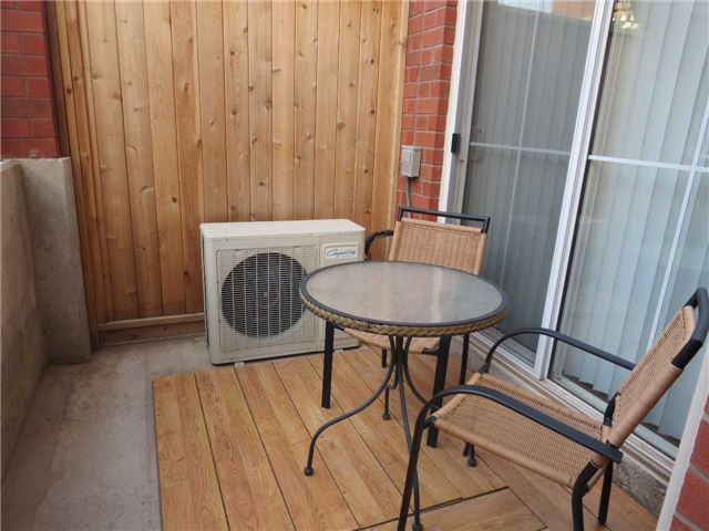 Condo Townhouse at 2488 Post Rd, Unit 20, Oakville, Ontario. Image 5
