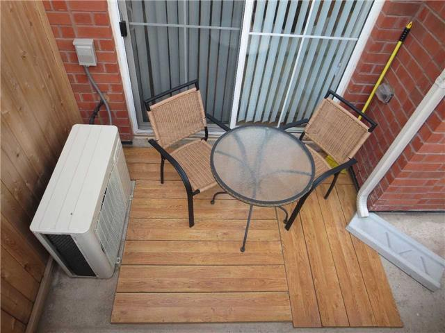 Condo Townhouse at 2488 Post Rd, Unit 20, Oakville, Ontario. Image 6