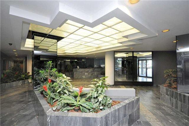 Condo Apartment at 350 Webb Dr, Unit 1705, Mississauga, Ontario. Image 14