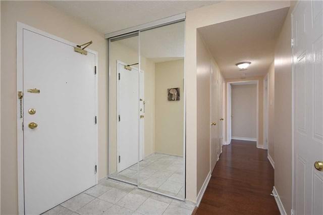 Condo Apartment at 350 Webb Dr, Unit 1705, Mississauga, Ontario. Image 15