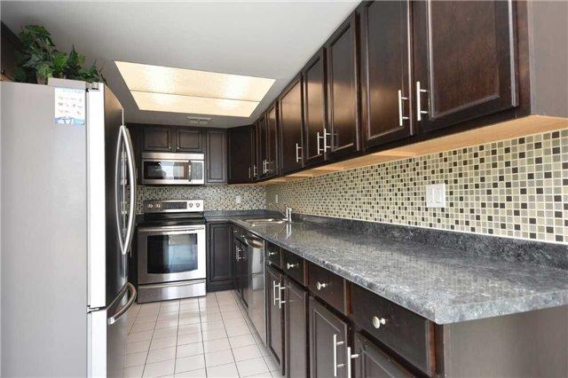 Condo Apartment at 350 Webb Dr, Unit 1705, Mississauga, Ontario. Image 18