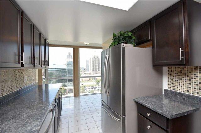 Condo Apartment at 350 Webb Dr, Unit 1705, Mississauga, Ontario. Image 19