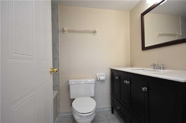 Condo Apartment at 350 Webb Dr, Unit 1705, Mississauga, Ontario. Image 4