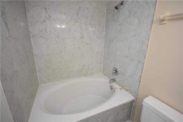 Condo Apartment at 350 Webb Dr, Unit 1705, Mississauga, Ontario. Image 5