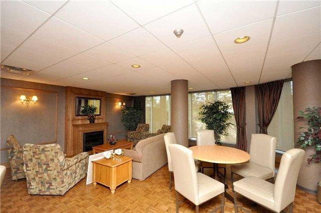 Condo Apartment at 350 Webb Dr, Unit 1705, Mississauga, Ontario. Image 13