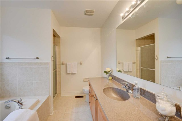 Detached at 5119 Misty Pine Cres, Mississauga, Ontario. Image 3