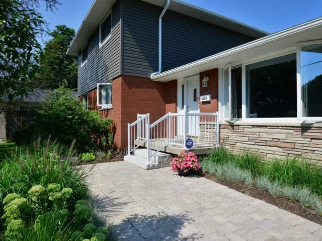 Detached at 3205 Sprucehill Ave, Burlington, Ontario. Image 1