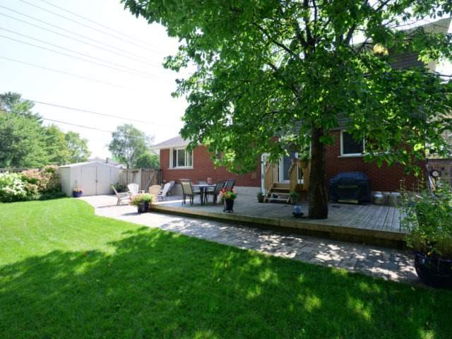 Detached at 3205 Sprucehill Ave, Burlington, Ontario. Image 10