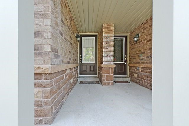 Condo Townhouse at 6625 Falconer Dr, Unit 8, Mississauga, Ontario. Image 12