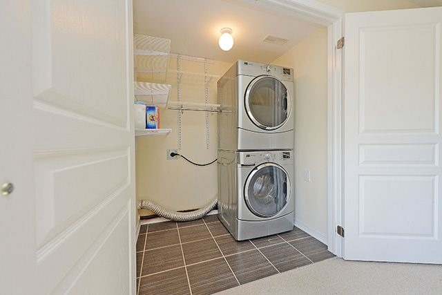 Condo Townhouse at 6625 Falconer Dr, Unit 8, Mississauga, Ontario. Image 18