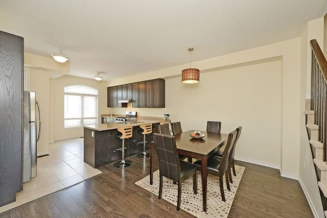 Condo Townhouse at 6625 Falconer Dr, Unit 8, Mississauga, Ontario. Image 2