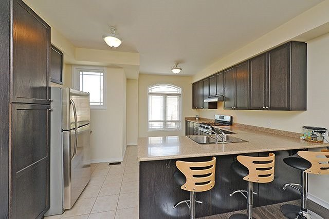 Condo Townhouse at 6625 Falconer Dr, Unit 8, Mississauga, Ontario. Image 3