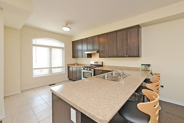 Condo Townhouse at 6625 Falconer Dr, Unit 8, Mississauga, Ontario. Image 4
