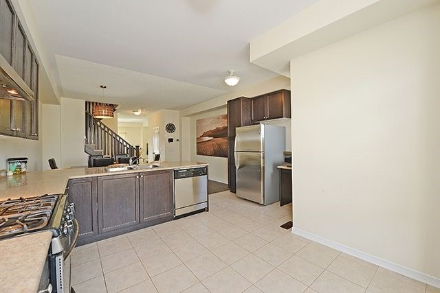 Condo Townhouse at 6625 Falconer Dr, Unit 8, Mississauga, Ontario. Image 5