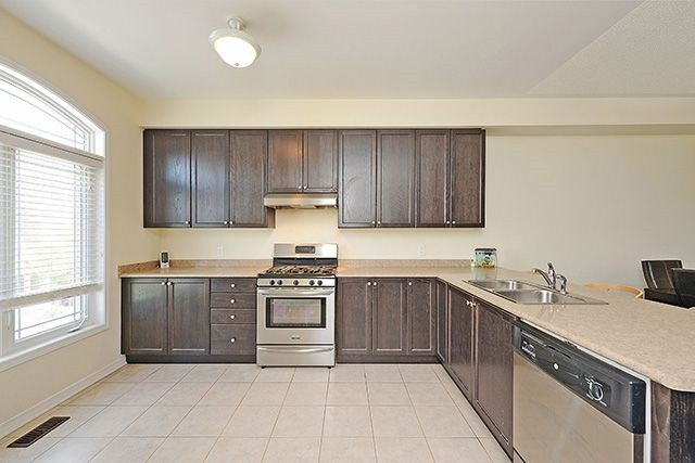 Condo Townhouse at 6625 Falconer Dr, Unit 8, Mississauga, Ontario. Image 6