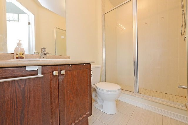 Condo Townhouse at 6625 Falconer Dr, Unit 8, Mississauga, Ontario. Image 9