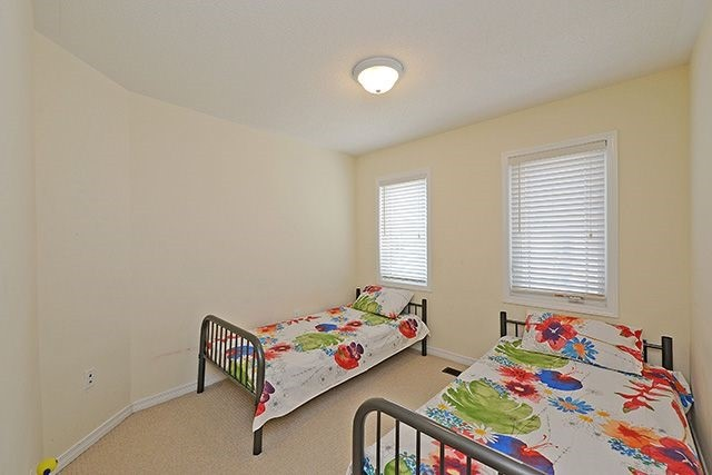 Condo Townhouse at 6625 Falconer Dr, Unit 8, Mississauga, Ontario. Image 10