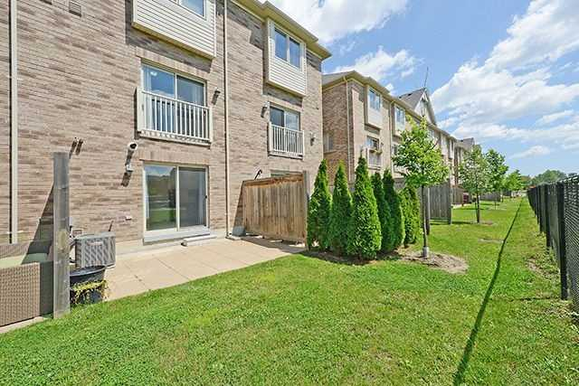 Condo Townhouse at 6625 Falconer Dr, Unit 8, Mississauga, Ontario. Image 11