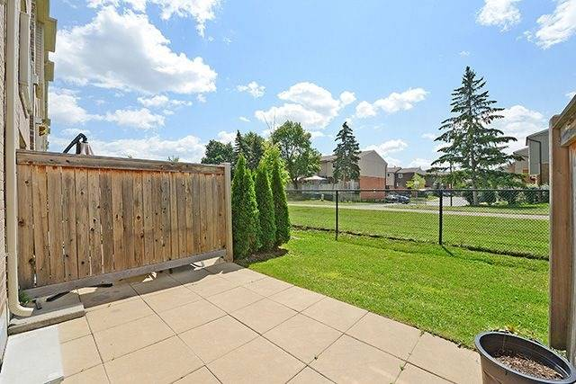 Condo Townhouse at 6625 Falconer Dr, Unit 8, Mississauga, Ontario. Image 13