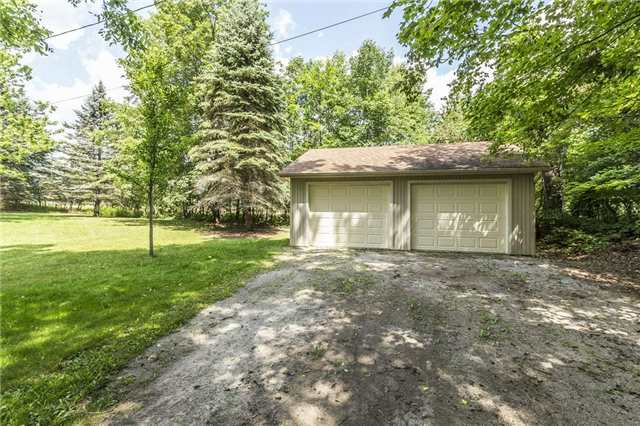 Detached at 2455 Conservation Rd, Milton, Ontario. Image 12