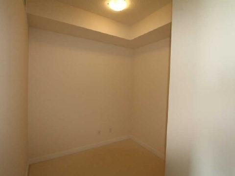 Condo Apartment at 4070 Confederation Pkwy, Unit 3703, Mississauga, Ontario. Image 3