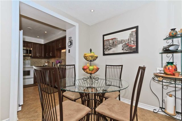 Condo Townhouse at 3050 Orleans Rd, Unit 116, Mississauga, Ontario. Image 2