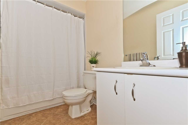 Condo Townhouse at 3050 Orleans Rd, Unit 116, Mississauga, Ontario. Image 4