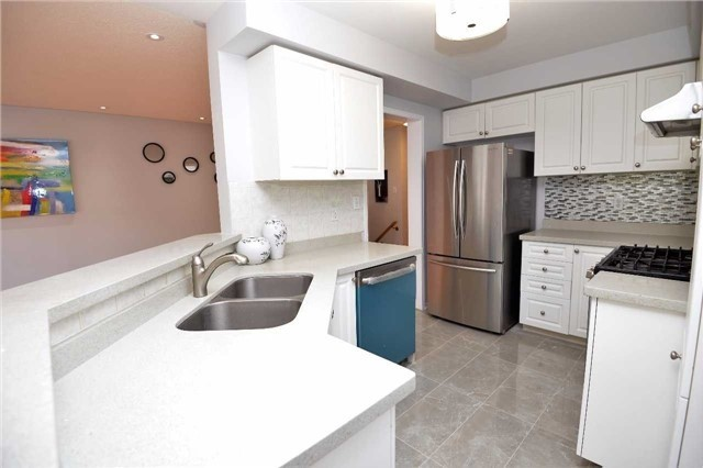 Condo Townhouse at 5223 Fairford Cres, Unit 42, Mississauga, Ontario. Image 17