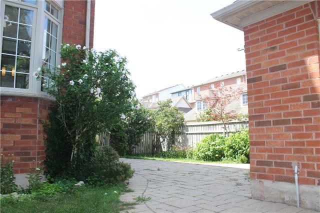 Townhouse at 201 Glenashton Dr, Oakville, Ontario. Image 10