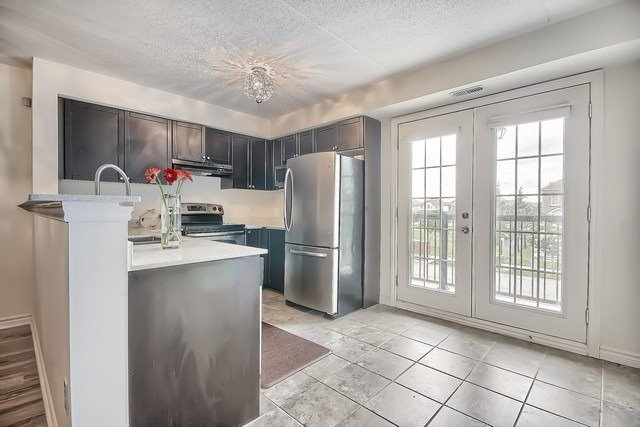 Condo Apartment at 1370 Main St E, Unit 211, Milton, Ontario. Image 7