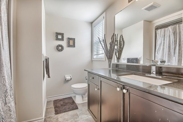 Condo Apartment at 1370 Main St E, Unit 211, Milton, Ontario. Image 10
