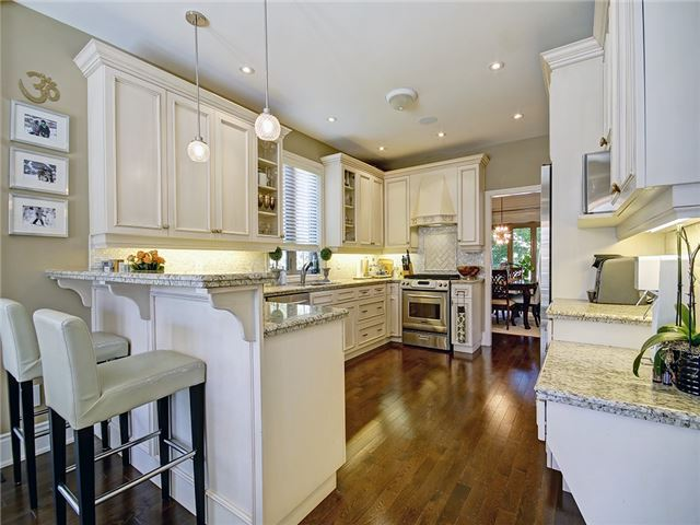 Detached at 2532 Ridgeside Lane, Oakville, Ontario. Image 3