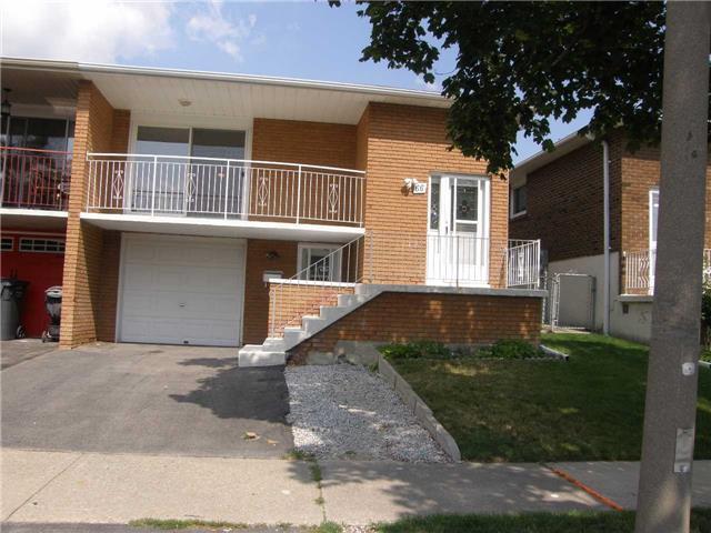 Semi-detached at 66 Skelton Blvd, Brampton, Ontario. Image 1