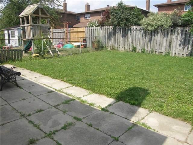 Semi-detached at 66 Skelton Blvd, Brampton, Ontario. Image 3