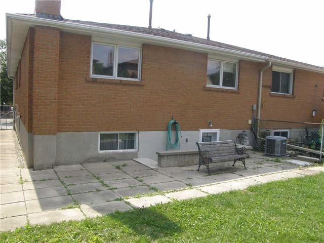 Semi-detached at 66 Skelton Blvd, Brampton, Ontario. Image 4