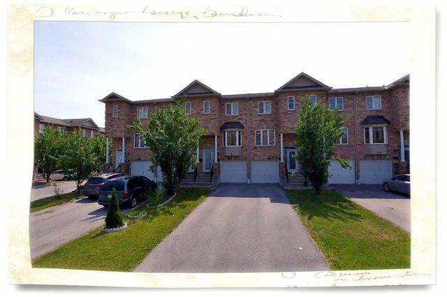 Condo Townhouse at 3300 Pinto Pl, Mississauga, Ontario. Image 1