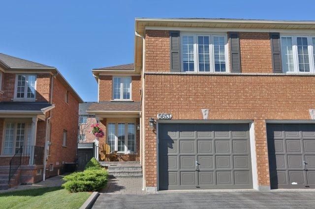 Semi-detached at 5613 Palmerston Cres, Mississauga, Ontario. Image 1