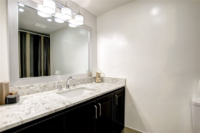 Condo Apartment at 714 The West Mall Rd, Unit 601, Toronto, Ontario. Image 9