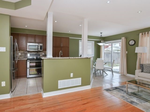 Detached at 339 Ellwood W Dr, Caledon, Ontario. Image 18