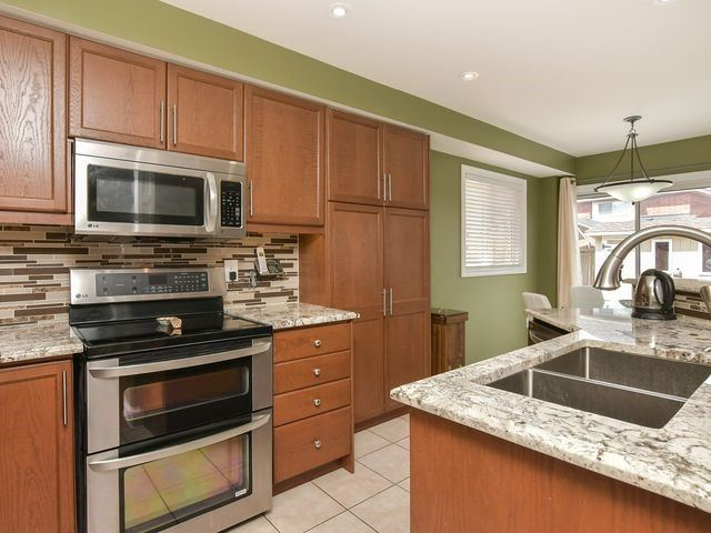 Detached at 339 Ellwood W Dr, Caledon, Ontario. Image 20