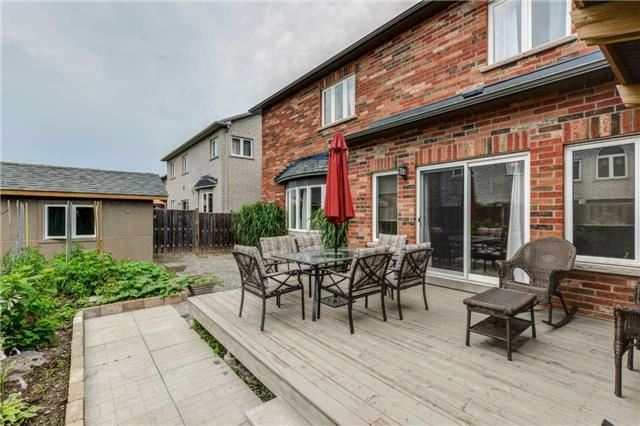 Detached at 16 Crown Dr, Brampton, Ontario. Image 10
