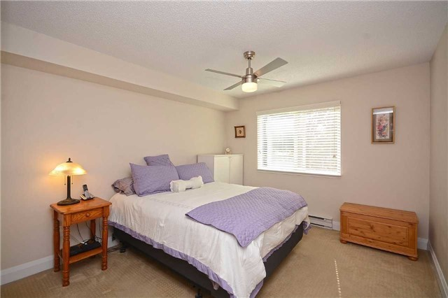 Condo Apartment at 1450 Glen Abbey Gate, Oakville, Ontario. Image 2