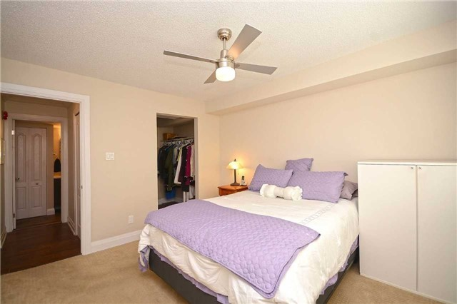 Condo Apartment at 1450 Glen Abbey Gate, Oakville, Ontario. Image 3