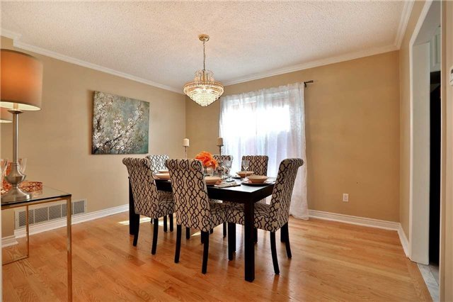 Detached at 2960 Harvey Cres, Mississauga, Ontario. Image 16