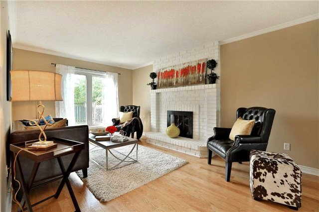 Detached at 2960 Harvey Cres, Mississauga, Ontario. Image 3