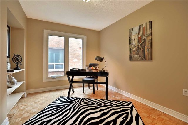 Detached at 2960 Harvey Cres, Mississauga, Ontario. Image 4