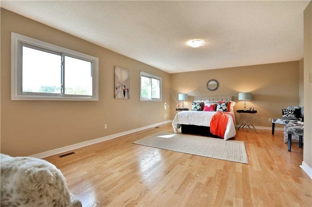 Detached at 2960 Harvey Cres, Mississauga, Ontario. Image 5