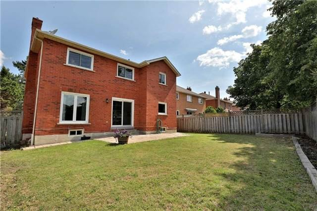 Detached at 2960 Harvey Cres, Mississauga, Ontario. Image 11